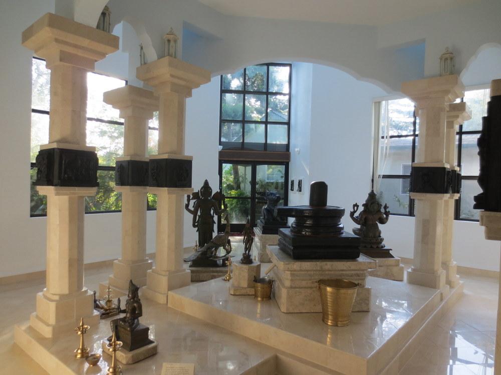 Sri Sadisvara Mandiram (facing the mandiram entrance)