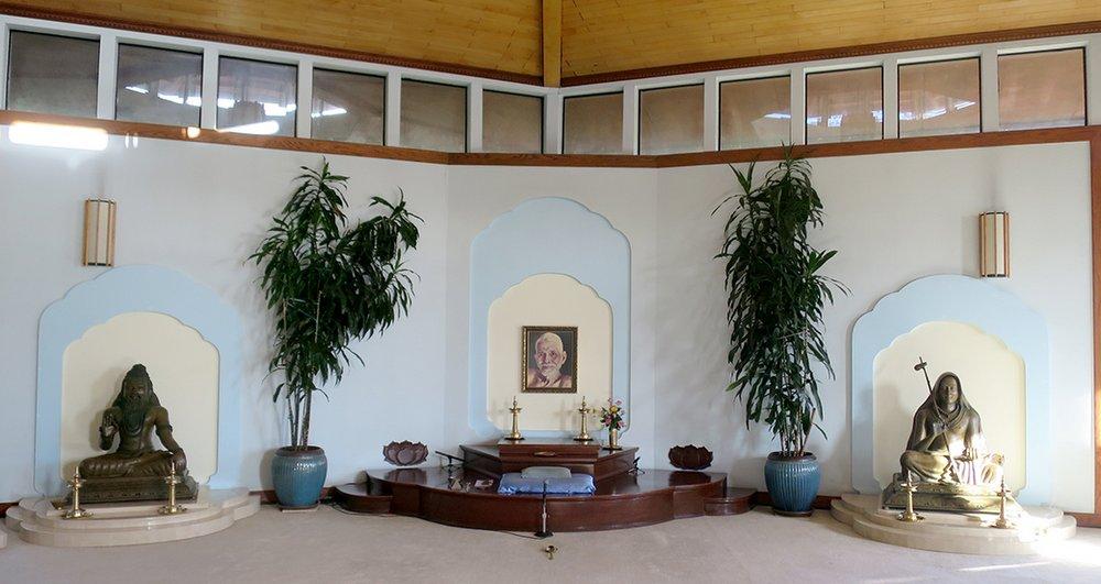 Satsang Hall Front - Sri Ribhu Rishinatha, Bhagavan Sri Ramana Maharshi, Sri Adi Sankaracarya
